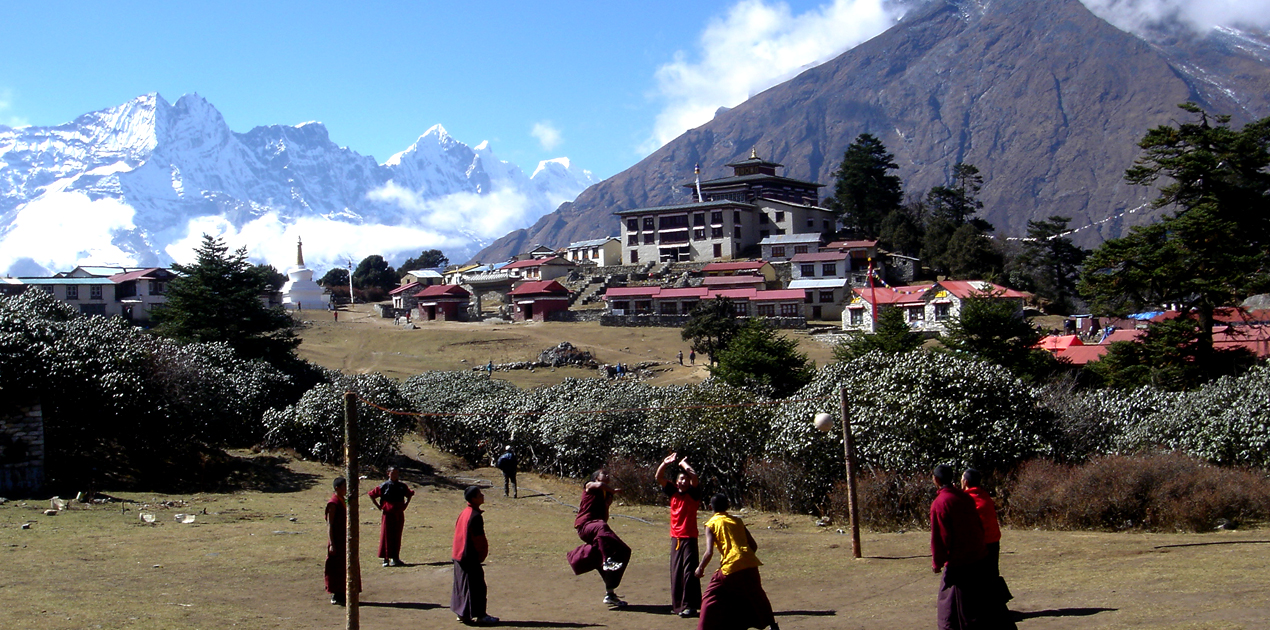 Tengboche Monastery, ball playing with manks