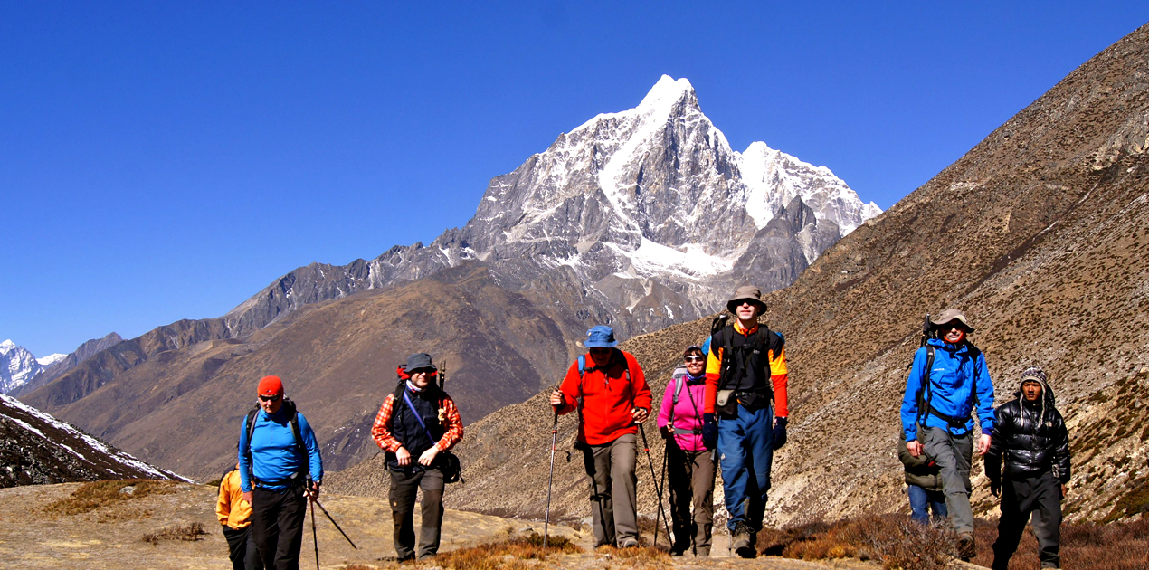 climbing up to lobuche from dukla